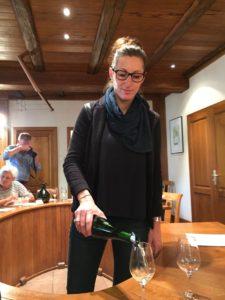 Har du muligheden for at besøge vinhuse, er det altid en oplevelse at få en smagning af vinene sammen med en præsentation af ejerne, her Anne Trimbach fra Domaine Trimbach i Alsace.