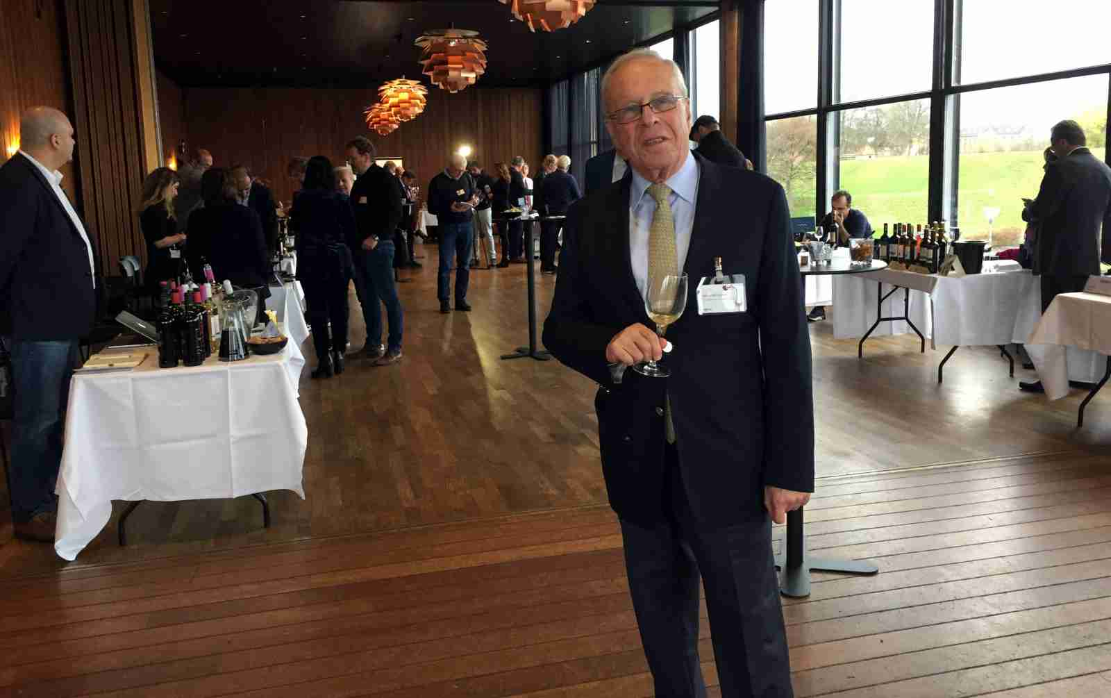 Om de kan lave vin i Libanon. Zafer Chaoui, der både er præsident for Libanons Vinsammenslutning og CEO for Château Ksara, forklarer, at vinproduktionen i Libanon er begrænset af landets størrelse og derfor aldrig vil komme til at lave vin i store mængder. Derfor satser man på niche og høj kvalitet.