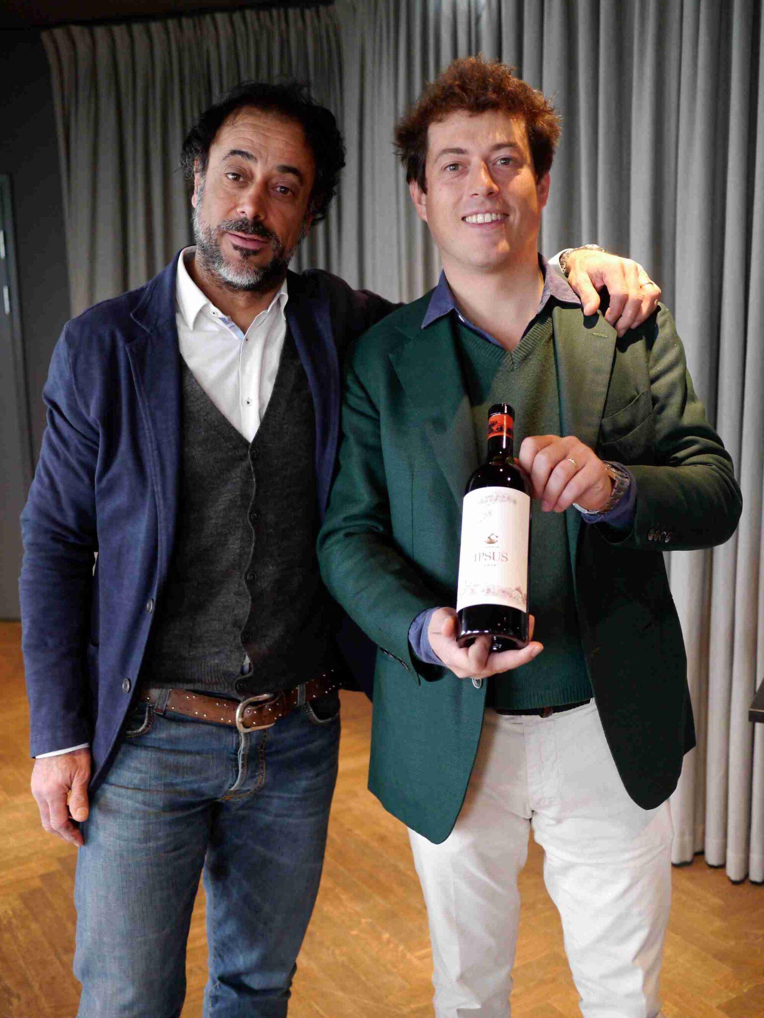 Winemaker Gionata Pulignani og Giovanni Mazzei præsenterede stolt familiens nye barn, Il Caggio IPSUS, en Chianti Classico Gran Selezione, der stræber efter at blive den bedste Chianti Classico nogensinde…